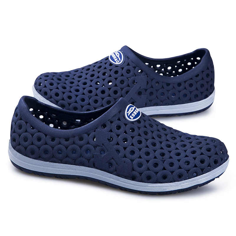 ... MAISMODA Summer Men Fashion Flats Hollow Out Hole Beach Breathable  Sandals Light Casual Beach Shoes Soft ... 9b8c43bc6386