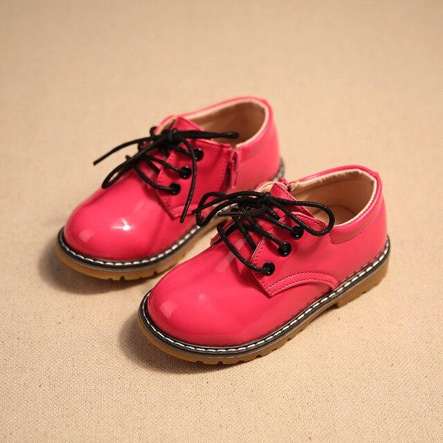 Весной новый детская обувь мальчиков обувь для девочек мода яркий искусственная кожа девушек, платья, обувь мальчиков большая голова вскользь мальчиков, платья, обувь дети
