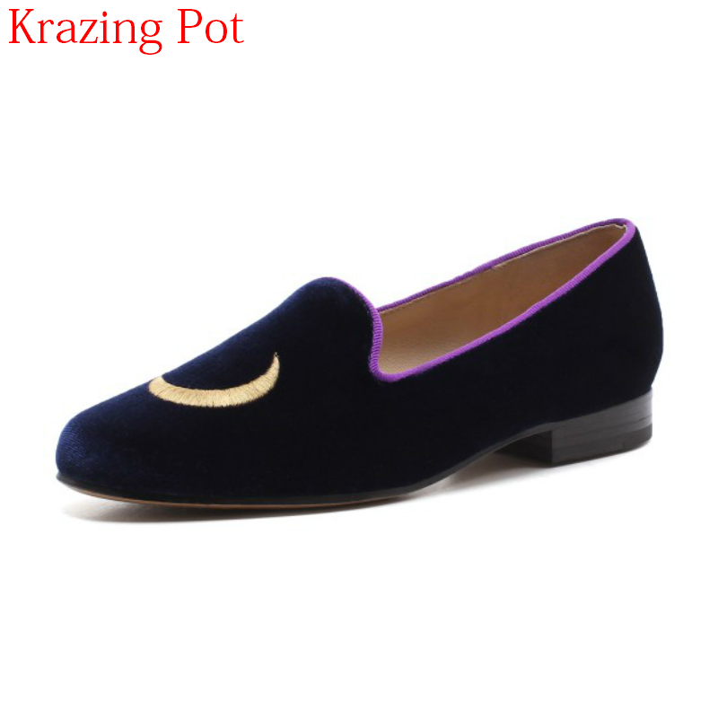 2018 New Arrival Velvet Shallow Embroider Casual Round Toe Flats Elegant Moon Stars Loafer Slip on Women Preppy Casual Shoes L26 2018 spring summer vintage embroider tiger flats shoes women pointed toe shallow loafers new fashion rivets velvet leisure shoes