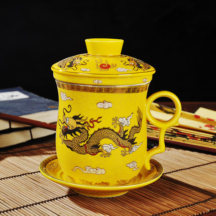 Haut de gamme Jingdezhen céramique tasse à thé chinois Dragon motif ensemble quatre pièces bureau patron thé tasse avec couvercle filtre livraison gratuite