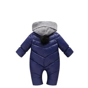 Image 4 - 冬のオーバーオールのための男の子新生児赤ちゃんフード付きロンパース厚みの暖かいジャンプスーツパッド入り幼児赤ちゃん赤防風服cl1003
