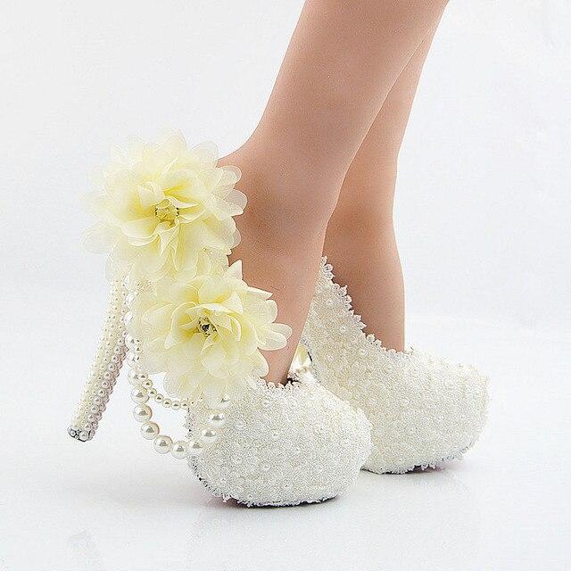 f4803ed19fd1ec Große Blumen Weiße Spitze Frauen Hochzeit Schuhe High Heel Plateau Pumps  Sexy Beleg AUF Brautschuhe Weiß