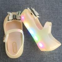 미니 멜리사 LED 플래시 조명 소녀 샌들 2017 새로운 샌들 소녀 신발 3D 나비 공주 신발 젤리 신발
