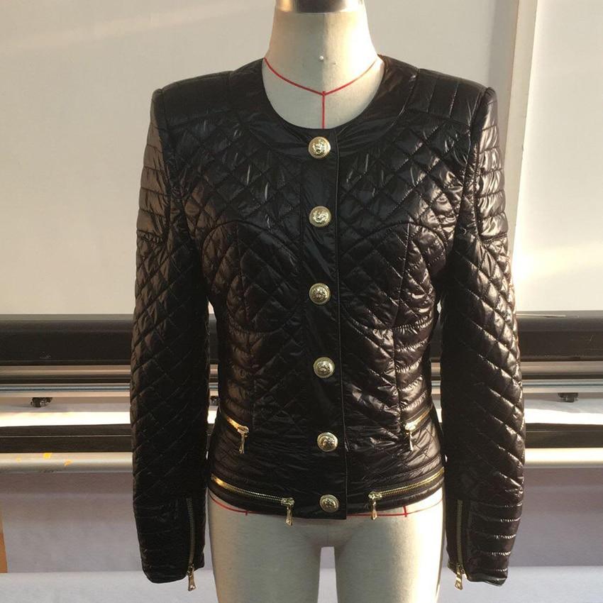 คุณภาพสูงใหม่ล่าสุดแฟชั่น 2019 ออกแบบแจ็คเก็ตผู้หญิงปุ่มโลหะสิงโต Zippers Embellished ตารางผ้าฝ้ายเบาะ-ใน แจ็กเก็ตแบบเบสิก จาก เสื้อผ้าสตรี บน   2