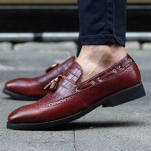 Весенние мужские модные лоферы с кисточками; повседневная обувь из натуральной кожи с перфорацией типа «броги»; мужские водонепроницаемые мокасины на плоской подошве без застежки