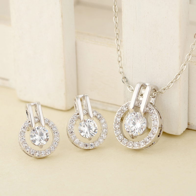 New-Fashion-Shiny-Zircon-Pendant-Necklace-For-Women-Fashion-Elegant-Crystal-Star-Zircon-Necklace-Silver-Chain (2)