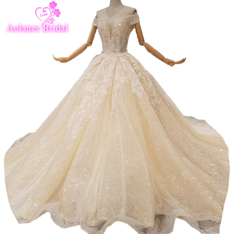 2018 New Champagne Lace Sleeveless V-neck Cathedral Train Wedding Dress Ball Gown Off The Shoulder Princess Bride Gowns Dresses