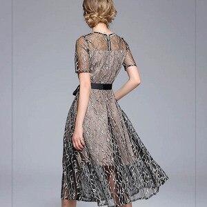 Image 5 - Mulheres rendas falso duas peças bordados zíperes vestidos oco para fora retalhos elegância cintura alta até vestido da senhora do escritório d8d720i
