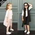 Летняя мода для девочек 3 шт. одежды костюм белая рубашка и Брюки широкий для детей и детская одежда костюм розовый и черный костюм жилет