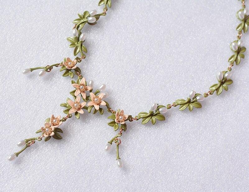 a588955ea5da 2017 Maxi collar Collier Retro de lujo lily flor cadena collares y colgantes  cadenas para regalo de cumpleaños de las mujeres en Collares pendientes de  ...