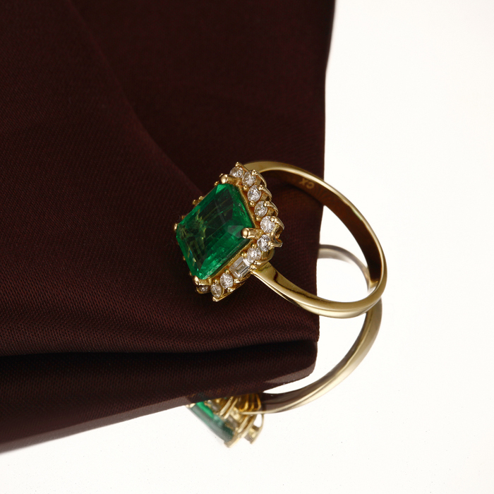 18k Gold Natural 2 47ctw Colombian Emerald Diamond Engagement Ring