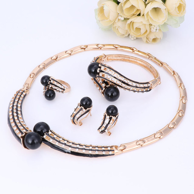 Jewelry Set Gold Color...