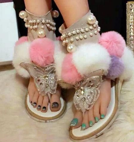 Women Flat Pom Pom Decor Flat Sandal Crystal Butterfly-knot Summer Shoe Cutouts Sandal Mixed Color Fur Gladiator Sandal цена