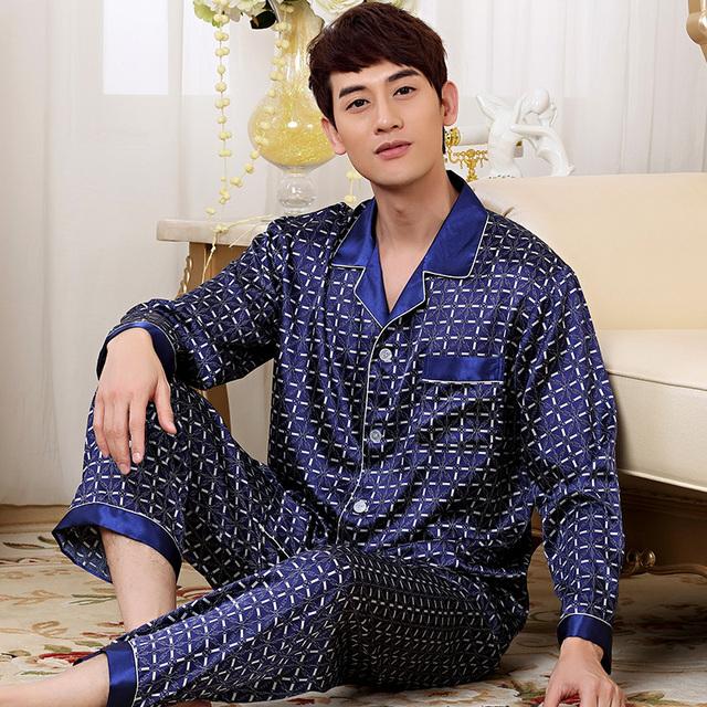 Nueva Moda de Manga Larga Para Hombre Slik Satén Ropa de Dormir Pijamas Conjuntos botón de la Tela Escocesa Del Sueño Tops y Bottoms QM12 Azul y borgoña