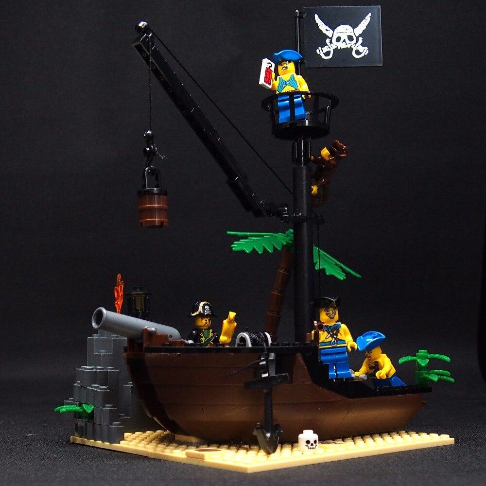 178pcs Pirate Ship Wreck The island Medieval Caribbean Building Blocks Parts Bricks Toys DIY pirate jack