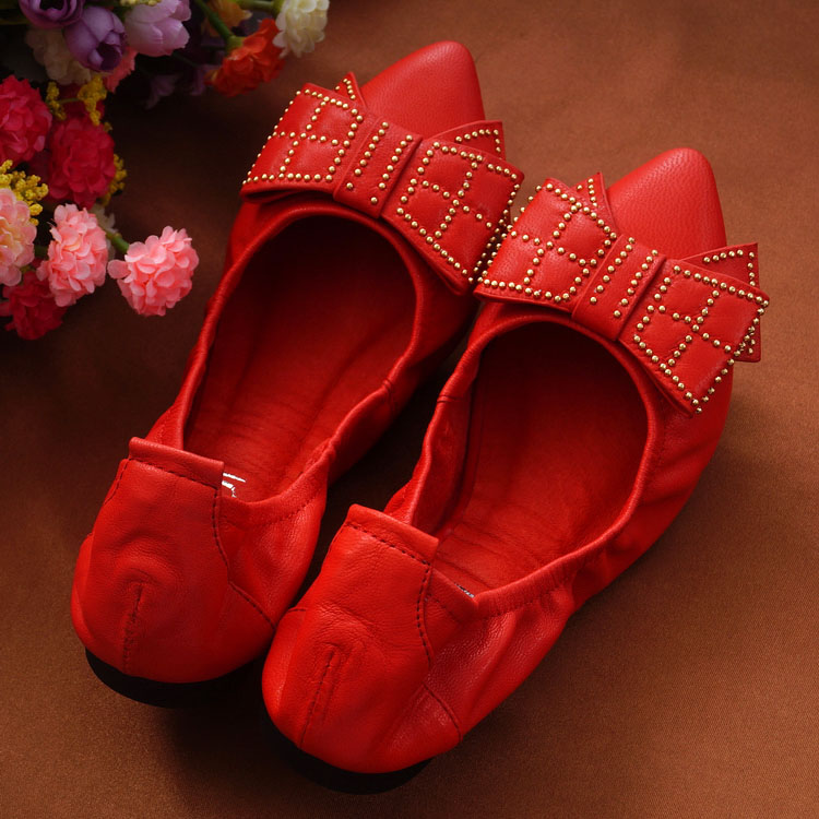 Red / Black / Blue 2017 Genuine leather women Rivets Ballet Flat heel Shoes fashion Comfortable leisure Pointed Toe shoes black red 2015 full grain leather women s summer comfortable shoes pointed toe rhinestone fashion flat heel shoes for women