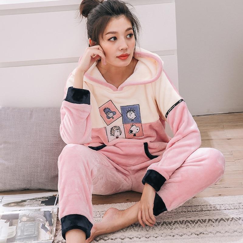 102649a83a Invierno Pijamas Mujer suave Pijamas Mujer capucha coral Polar de la historieta  pijamas set mantener caliente pijamas para las mujeres en Conjuntos de ...