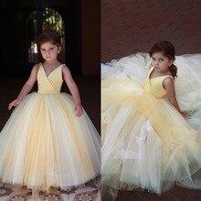 94eabbdb436bf 2019 CustomV Boyun Pleats Balo Güzel Sarı Kat Uzunluk Mütevazı Kızlar  Pageant Parti Abiye Çiçek Kız Elbise Düğün İçin