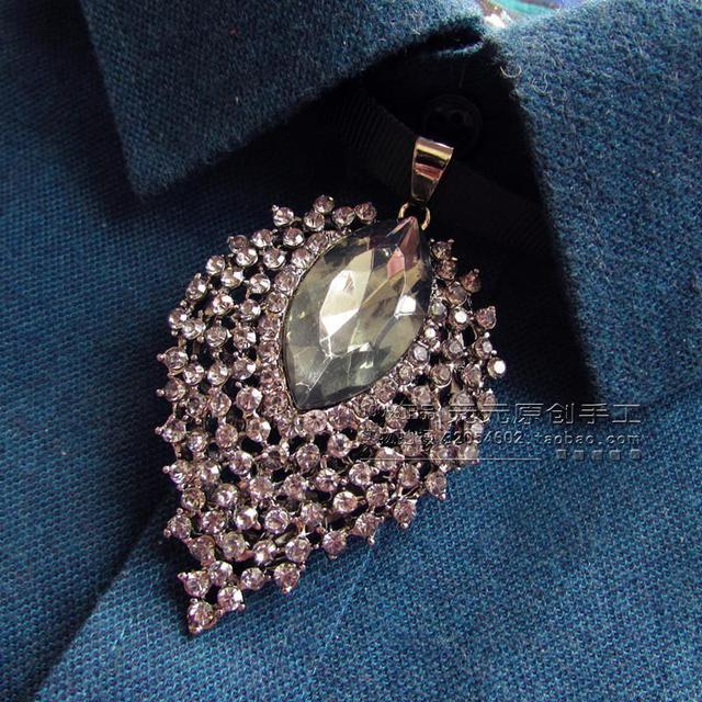 Nuevo Envío de la manera hombre mujer hombre Hecho A Mano de plata negro cinta de lazo de diamantes de cuello decoración de la boda de la borla de la bolsa de correo
