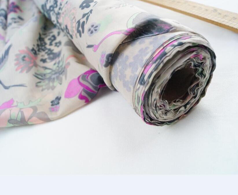 60% set di abbigliamento trapunta di seta sulla pelle di un buon tessuto gru coronata rosso peonia fiore di peonia diy materiale di lavorazione Beige