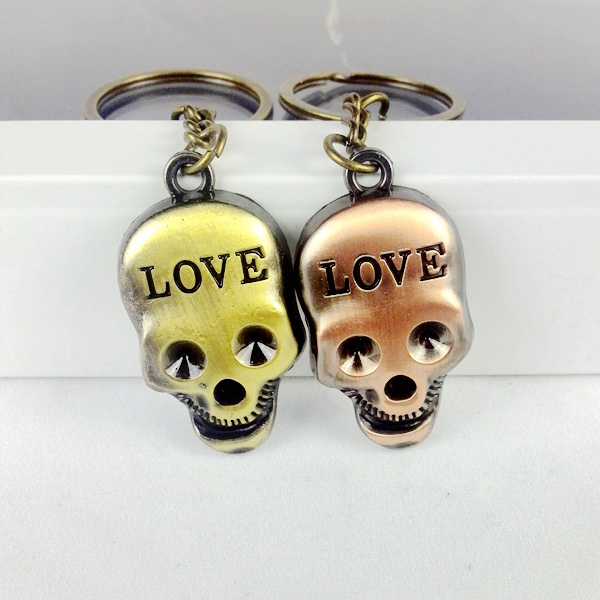1 Pair 2016 New Unique Vintage Punk Metal LOVE Skull Key Chain Ring Keychain Novelty Item