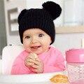Moda doble giant pom pom sombrero del bebé con orejeras kids beanie sombrero de invierno de punto bebé sombrero niños niñas foto atrezzo sombrero