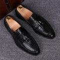 Homens da moda jacaré genuine brogue sapatos de couro deslizamento em boi esculpida do vintage borla apartamentos sapato oxford casamento vestidos clube