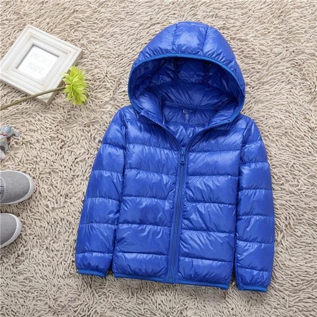 2016 Mais Recente Moda Bebê Roupa Dos Miúdos Meninos Jaqueta de Inverno Parkas Para Baixo Da Lona Sólida Regular Azul Zipper Com Capuz Casacos Crianças