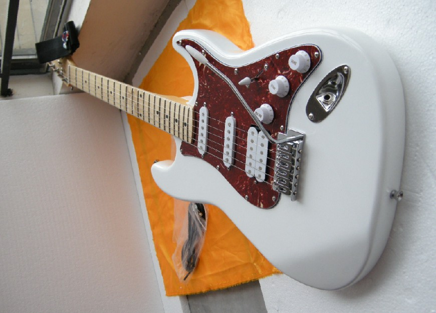 Free Shipping Factory Custom Shop 2017 new ST WHITE SSH electric guitars, high quality, Real photos showing stratocaster