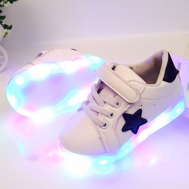 Led luminosos shoes para meninos meninas moda acender crianças casuais 7 cores ao ar livre nova simulação único brilhando crianças sapatilha