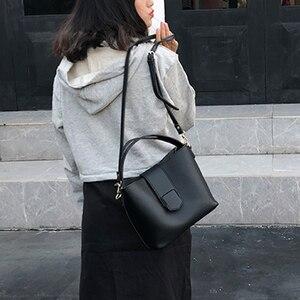 Image 4 - Casual pu balde bolsa feminina bolsas moda serpentina alça de ombro sacos senhora bolsa de ombro grande capacidade sacos compostos 2019