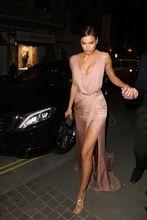2017 Irina Shayk Sexy Promi Roter Teppich Abendkleider Neue A-Line Champagne V-ausschnitt Sleeveless Langes Abschlussball-partei-kleider