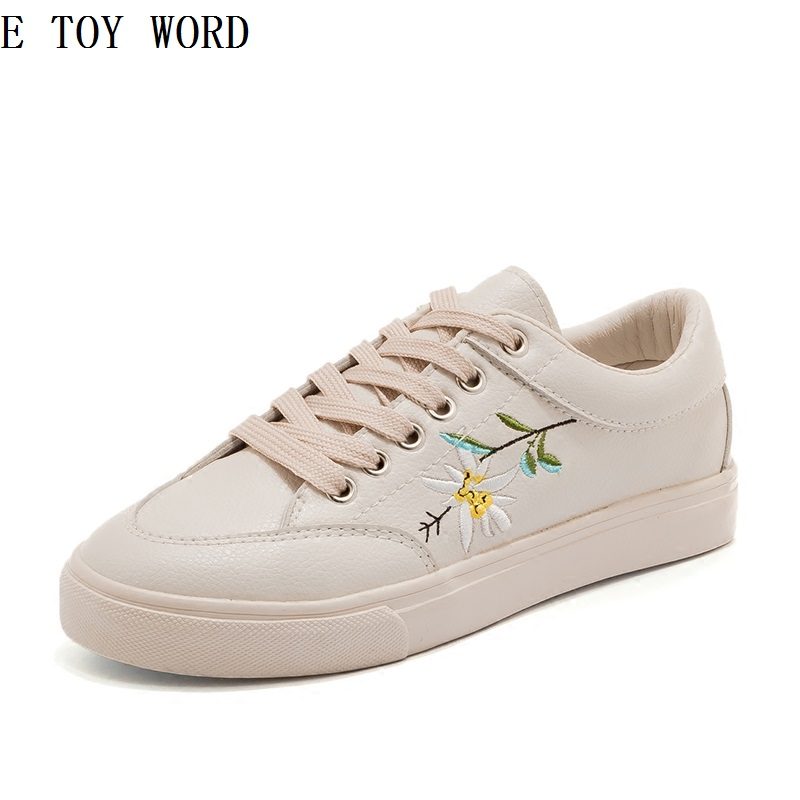 The spring of 2018 the new canvas shoes leather embroidery han edition joker small white shoes, leisure shoes the joker death of the family the new 52