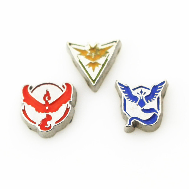 New Arrive 30pcslot Mix Pokemon Symbol Floating Charms Living Glass