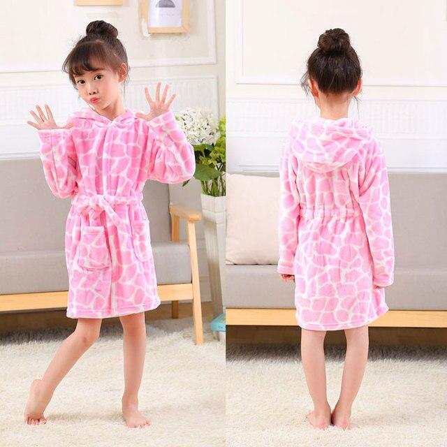 b15b6185a045 Новый мягкий детский банный халат с капюшоном и рисунками из мультфильмов,  высокое качество, фланелевая