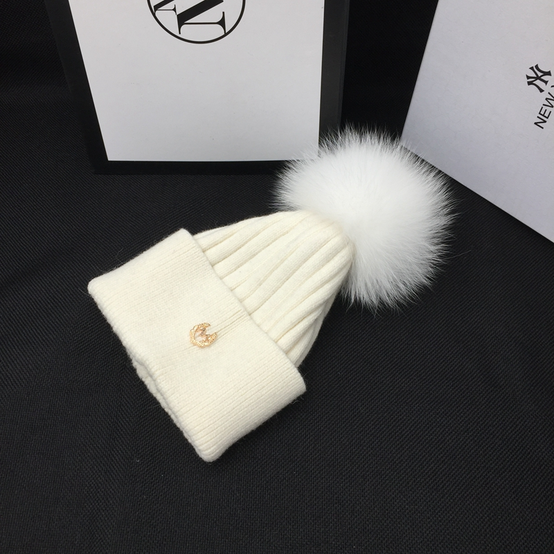 New winter hat m white fox knitting hat really MAO qiu han edition tide joker leisure warm and lovely students   Skullies   &   Beanie