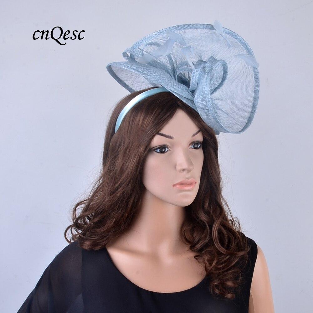 Nouveau design exclusif grande robe bleu pâle Sinamay fascinator chapeau avec plume pour Kentucky Derby, courses, mariage, fête, église, QF125