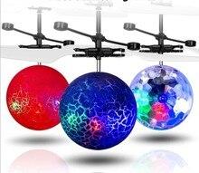 Barnens leksaker helikopter aerocraft suspenderar blinkande induktion flygande kristallboll luftfordon