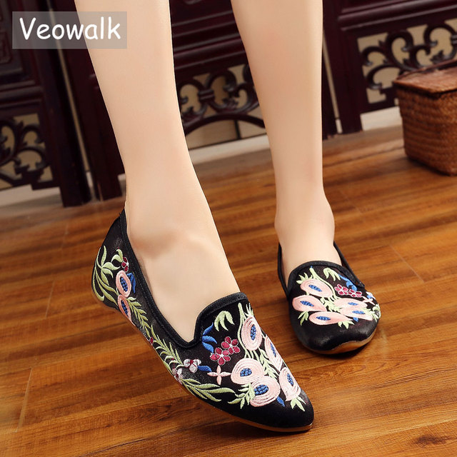47c0b28e4722 Veowalk Chinese National Women Flats Shoes Vintage Embroidery Pointed Toe  Comfort Slip-on Ballet Shoes Woman Soft Zapatos Mujer