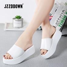 Jzzdown sandálias femininas de verão, chinelos femininos de couro com dedo aberto e sola grossa, para áreas externas, nas cores preta e branca