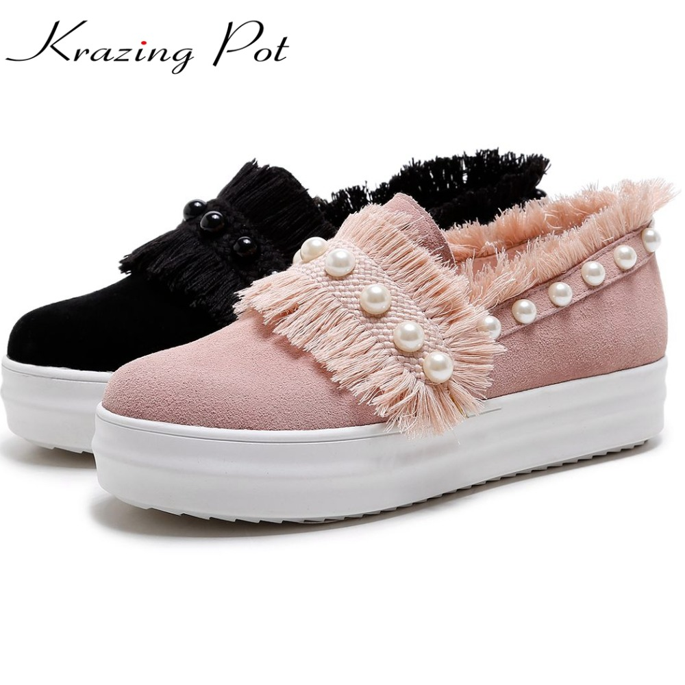 Krazing Pot 2018 cow suede med heels tassel pearl slip on casual leisure round toe sneakers increased women vulcanized shoes L00 цена 2017