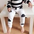 Bebé Ropa de Niña Bebé Pantalones Chicas Legging Casa Niños Ropa Casual 2016 Childen Impresión Nubes de Algodón A Rayas Pantalones Harén