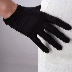 Image 2 - Ipek eldiven 23cm doğal ipekböceği ipek elastik güneş koruyucu güzellik kısa stil kadın siyah dokunmatik gelin eldiven WZS02