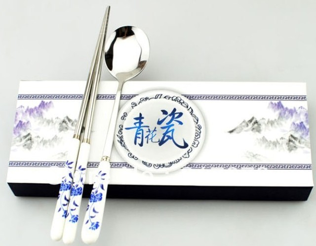 Free shipping Dropshipping wholesale Chinese style blue and white porcelain chopsticks twinset tableware unique business gift DZ