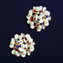 2016New 30pcs 34mm Large flower clusters Rhinestone Pearl Button for DIY  Hair and bags accessories ZJ142 a48cdc029c74