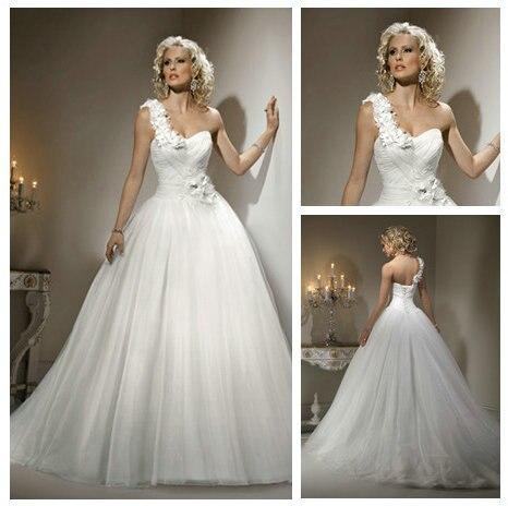 White Tulle Handmade Flowers Ball Gown One Shouder Heart Shaped Wedding Dress