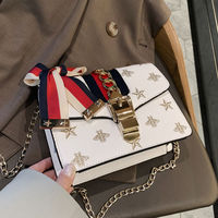Star with the same paragraph simple handbag 2019 new butterfly ribbon Messenger bag wild lock single shoulder small square bag