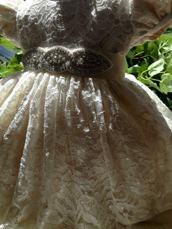 Винтаж цвета слоновой кости для маленьких девочек на крестины платье Кружева из бисера Sash первое платье на день рождения наряд для крещения