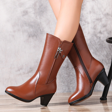 Woman boots 2016  winter girls's real leather-based snow boots, motorbike boots feminine thick heat wool, prime quality banquet boots