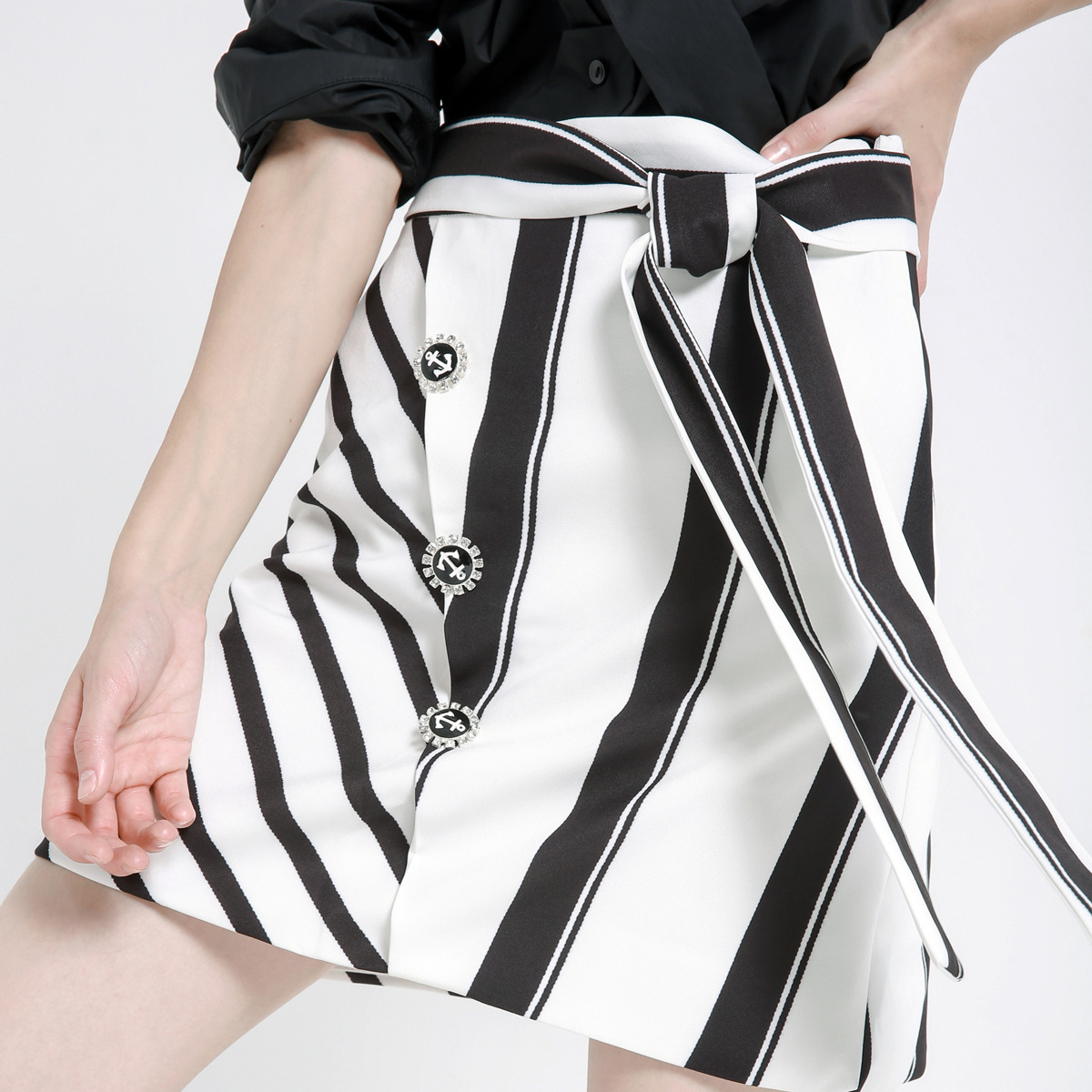New Design 2018 New High Waist Skirts with Bow Tie Black and White Stripes A-line Fashion Women Skirts with Buttons